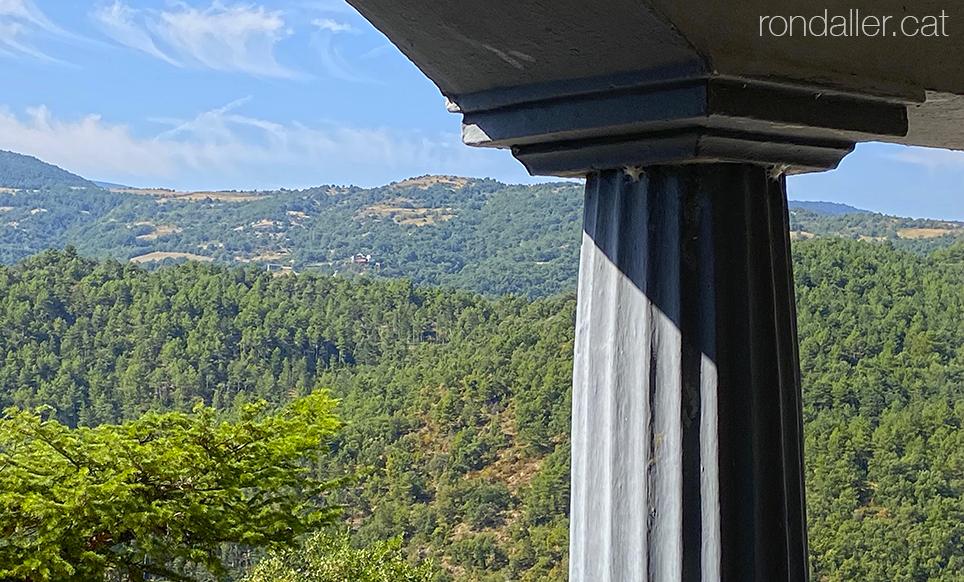 Panoràmica del paisatge que envolta el municipi d'Alàs i Cerc a l'Urgellet.