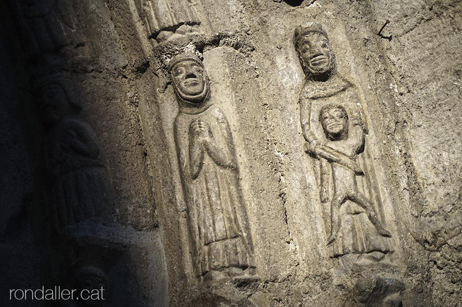 Portalada gòtica de Sant Miquèu de Vielha a la Vall d'Aran
