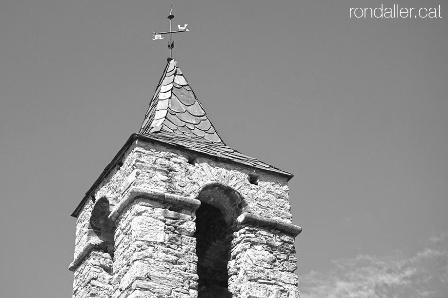 Part superior del campanar de l'església de Santa Coloma d'Arsèguel, al Baridà (Alt Urgell).