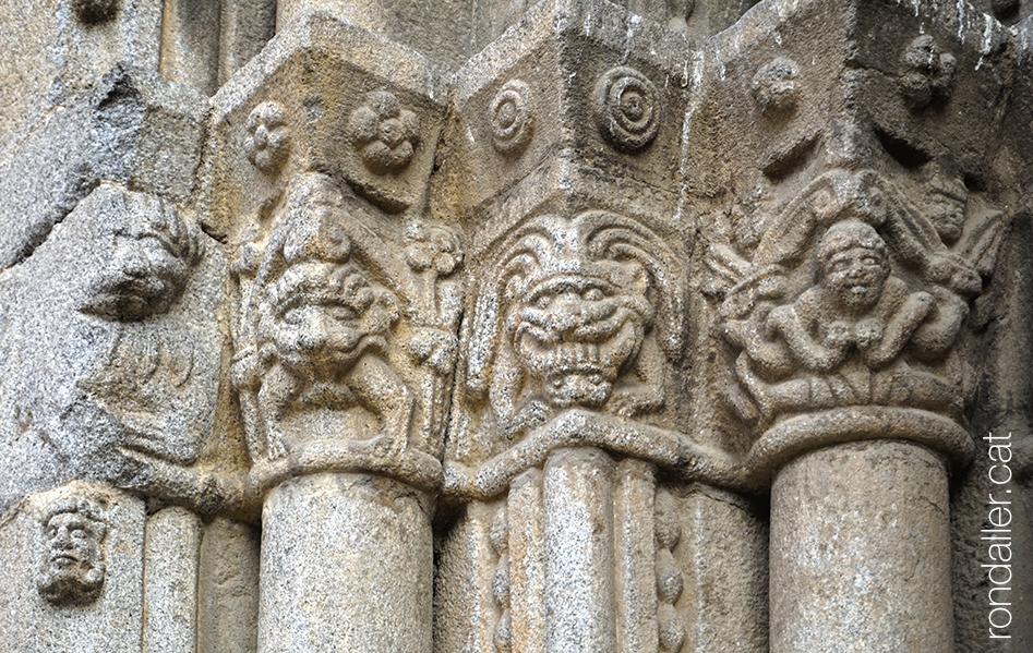 Capitells de la porta principal de la catedral romànica de la Seu d'Urgell (Alt Urgell).