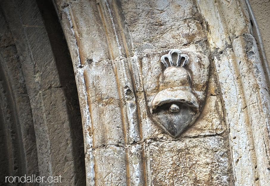 Primer itinerari per la Seu d'Urgell (Alt Urgell). Detall de la portalada del convent de Sant Domènec.