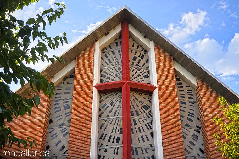 Segon itinerari per la Seu d'Urgell (Alt Urgell). Església de Santa Magdalena projectada per Josep Brugal i Fortuny.