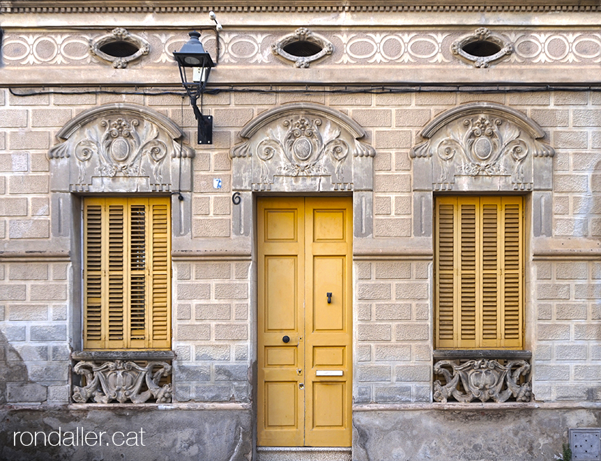 Primer itinerari per Rubí (Vallès Occidental). Cases projectades el 1922 per Lluís Muncunill i Parellada.