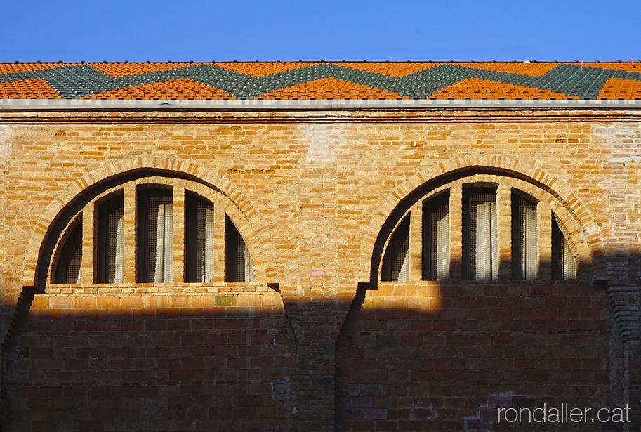 Celler modernista de Rubí, edifici de maó vist projectat el 1921 per Cèsar Martinell i Brunet.