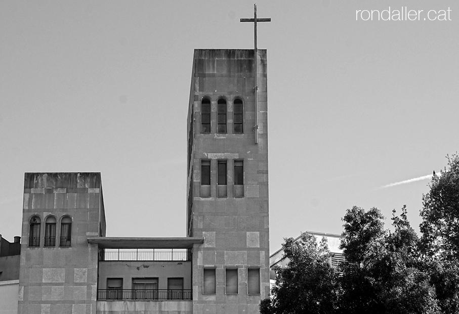 Primer itinerari per Rubí (Vallès Occidental). Edifici de l'escola dels Germans Maristes, del 1967.