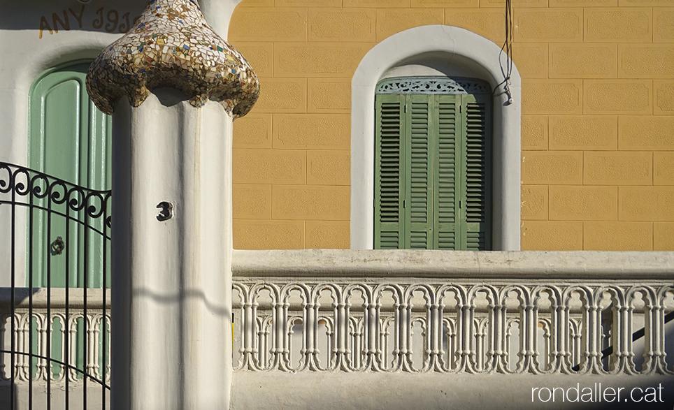 Detall de la Torre Ezpeleta, ara convertida en Ateneu de Rubí, projectada el 1912 per Francesc Rovira.