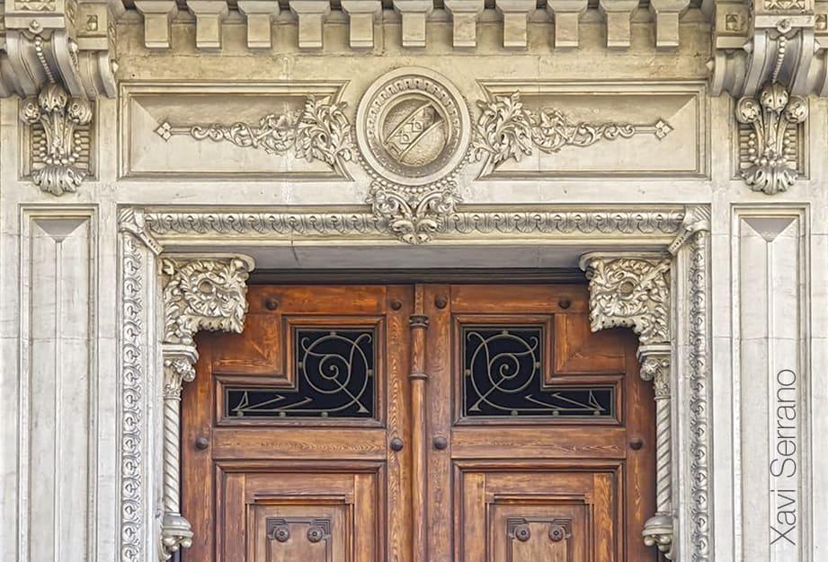 Casa Aleu o Casa Teresa Font, edifici eclèctic projectat el 1889 per Manel Comas i Thos.