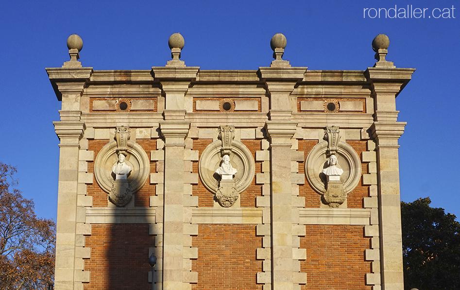 Busts als annexes de l'antic Museu Municipal d'Art al Parc de la Ciutadella de Barcelona.