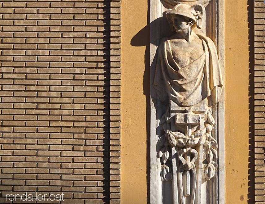 Itinerari per Alfara del Patriarca (València). Escultura d'Hermes a la casa d'Alejandro Inglés.