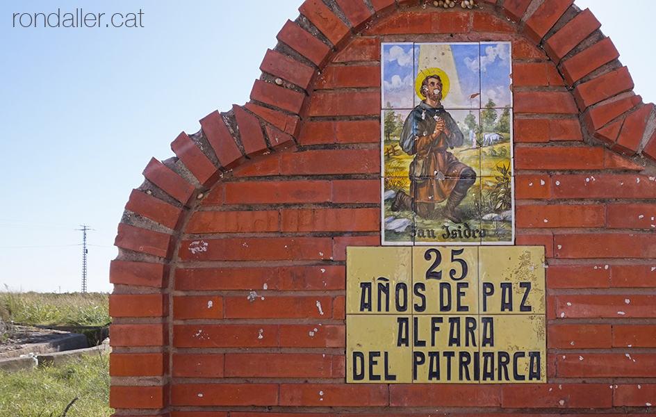 Itinerari per Alfara del Patriarca (València). Font de Sant Isidre amb un plafó dels 25 años de paz.