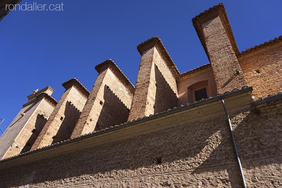 Contraforts de l'església de Sant Honorat de Vinalesa, a l'Horta Nord de València.