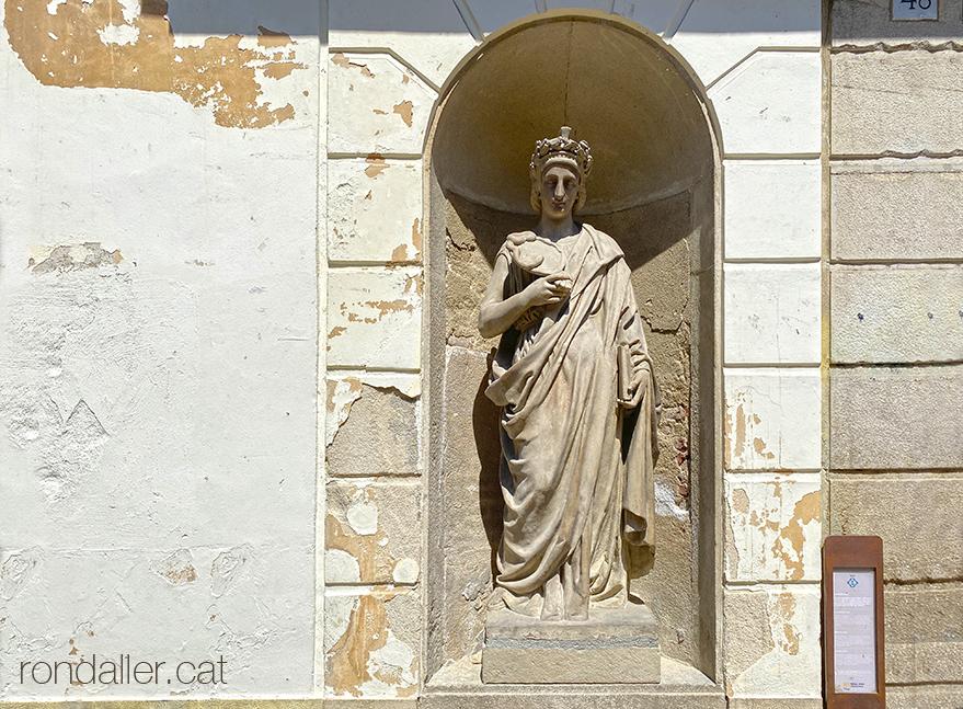 Escultura representant la Prudència, realitzada per Josep Anicet Santigosa..