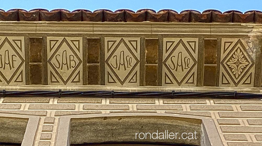 Carrer Sant Agustí de Mataró. Ràfec de l'habitatge de la família d'estucadors Alsina.