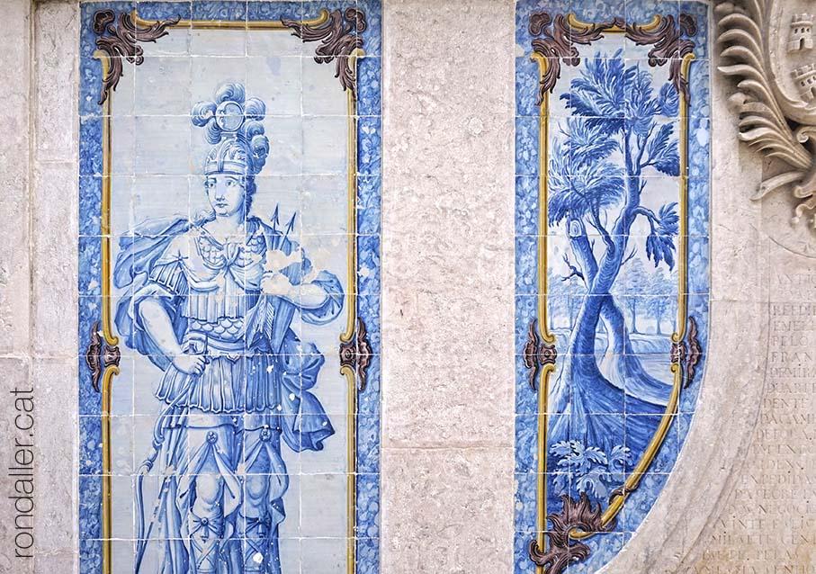 Primer itinerari per Sintra. Plafó ceràmic a la Fonte da Pipa, amb la representació de la deessa Cíntia, Diana o Àrtemis.