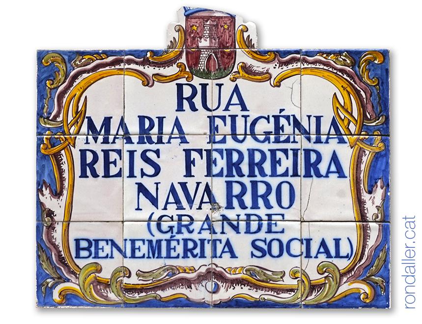 Primer itinerari per Sintra. Plafó ceràmic amb el nom de la rua Maria Eugénia Reis Ferreira.