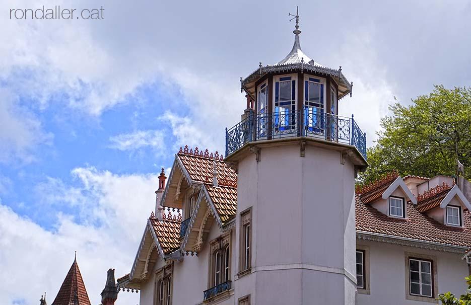 Primer itinerari per Sintra. Mirador de la Villa Nogueiras, un gran casal d'estiueig.