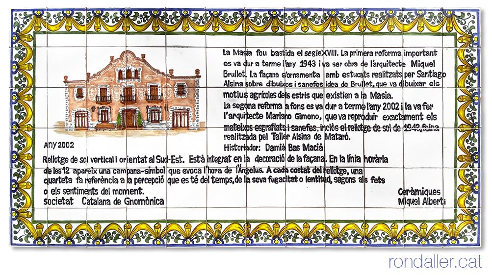 Plafó ceràmic que relata la història dels esgrafiats de la Masia Cabot de Vilassar de Mar.
