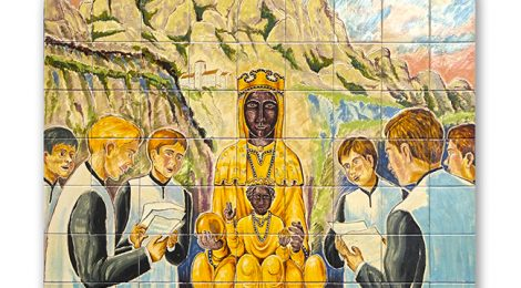 Mare de Déu de Montserrat. Plafó ceràmic a Lloret de Mar.