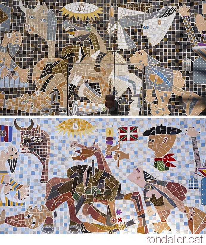 Dos mosaics amb la representació del Gernika de Picasso.