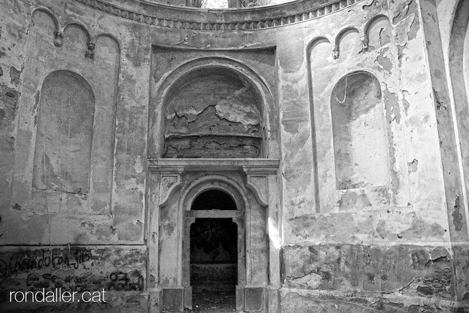 Interior de la capella de Nostra Senyora de la Concepció als afores de Bescanó.