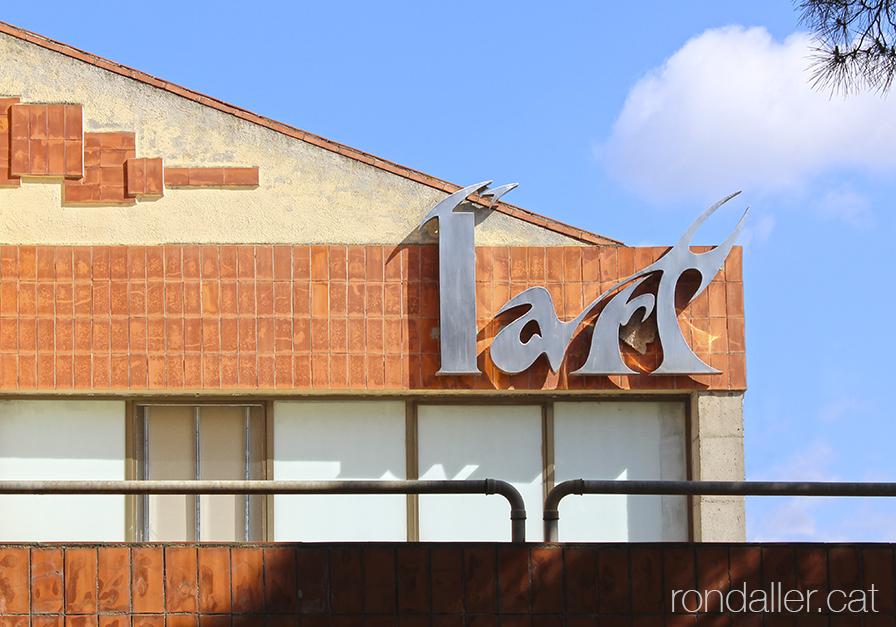 Botiga de mobles l'Art a l'Ametlla del Vallès. Detall del rètol..