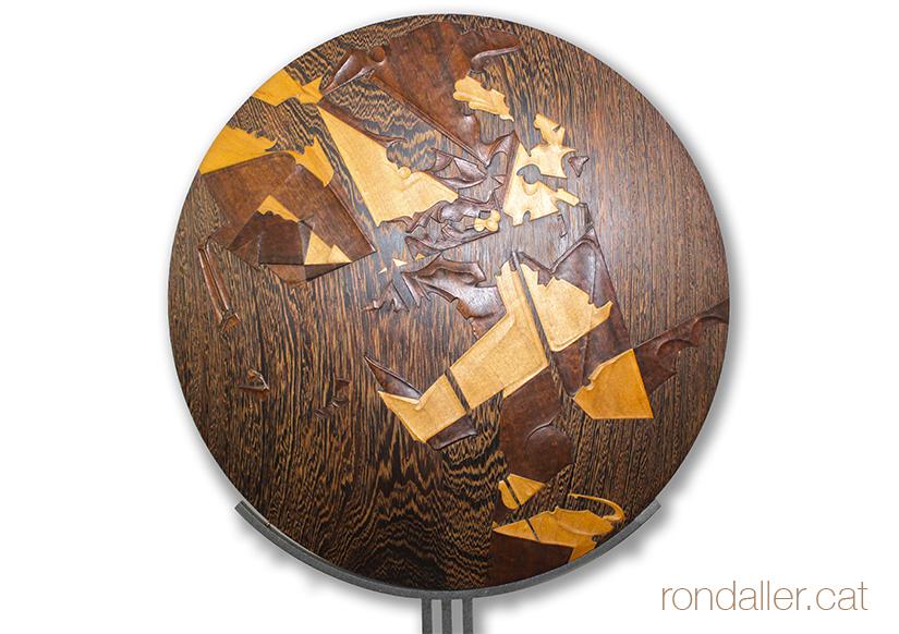 Medalló amb fusta dissenyat per l'ebenista Josep Jofré.