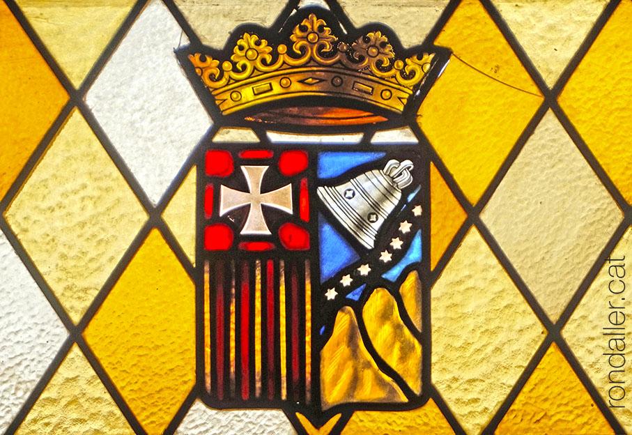 Escut de l'orde de la Mercè en un vitrall al monestir d'El Puig de Santa Maria.