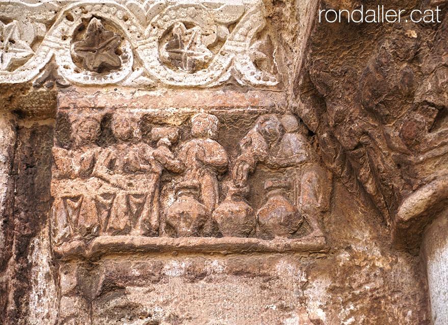 Relleu a la porta romànica de l'església d'El Puig de Santa Maria.