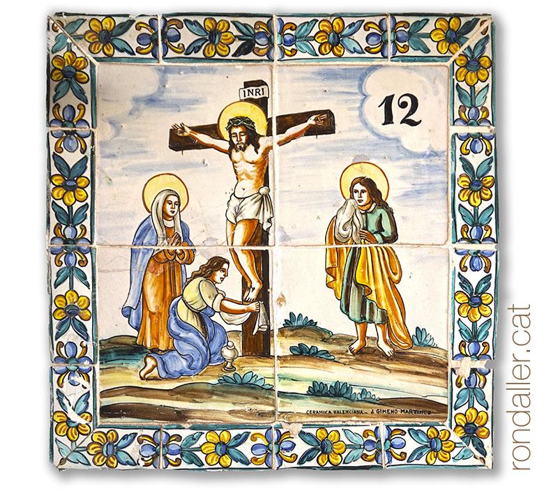 Plafó ceràmic amb la crucifixió de Crist, al calvari de Bétera.
