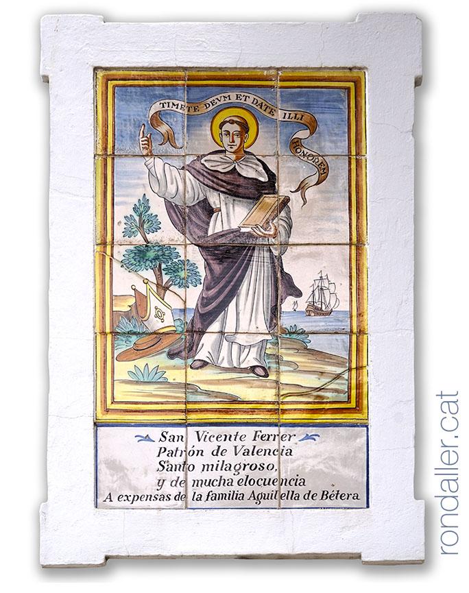 Plafó ceràmic amb la imatge de Sant Vicent Ferrer al calvari de Bétera.