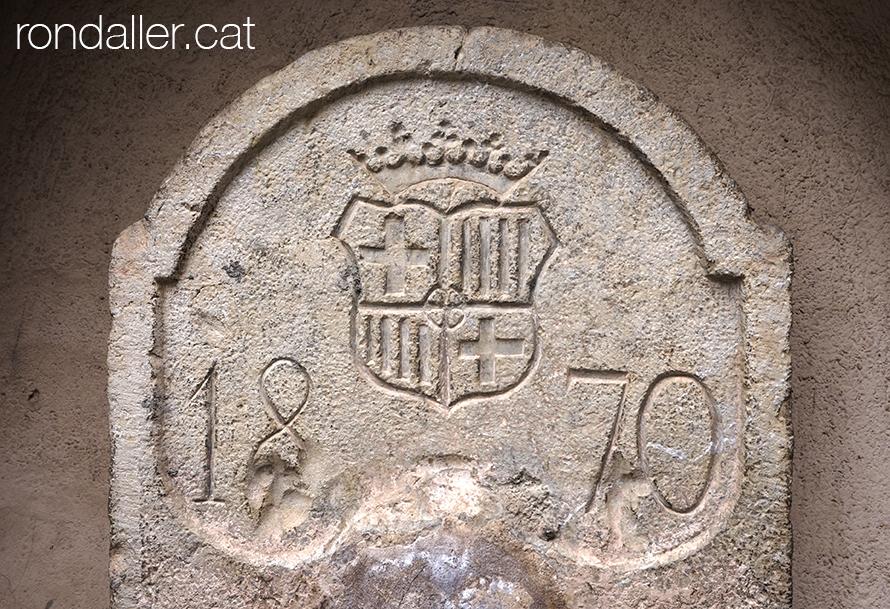 Relleu de pedra amb l'escut de Barcelona a la Font de Sant Josep de Moià (Moianès).