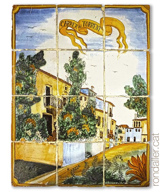 Mural ceràmic amb una panoràmica del carrer Dolors Monserdà.