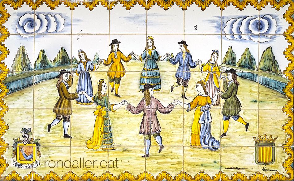 Ball cortesà en rotllana en un plafó ceràmic realitzat per Guivernau.