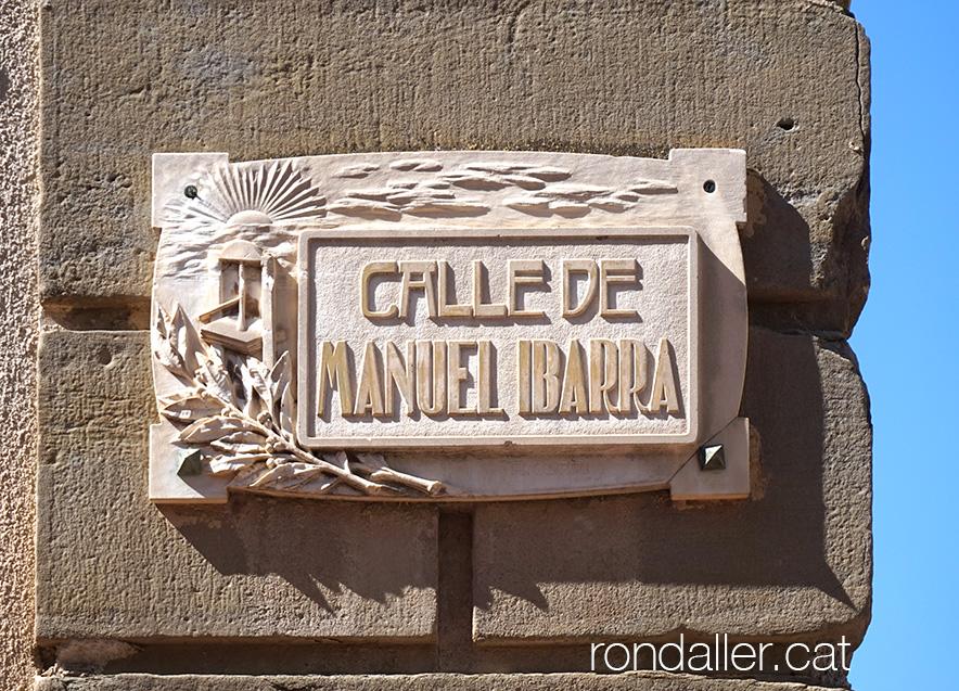 Placa de carrer amb el nom de l'impressor Manuel Ibarra.