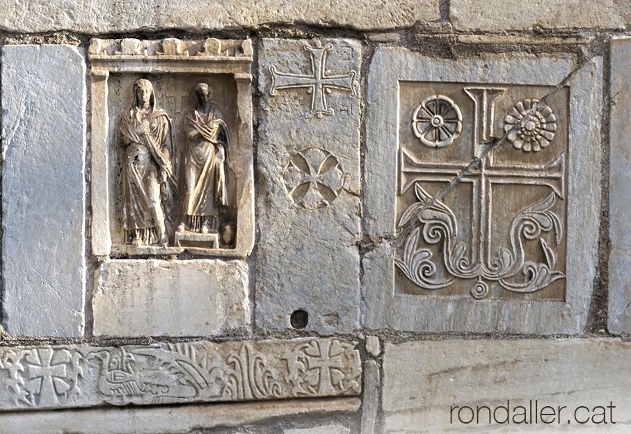 6 descobertes a Atenes. Detall de la decoració exterior de l'església bizantina de Sant Eleuteri.