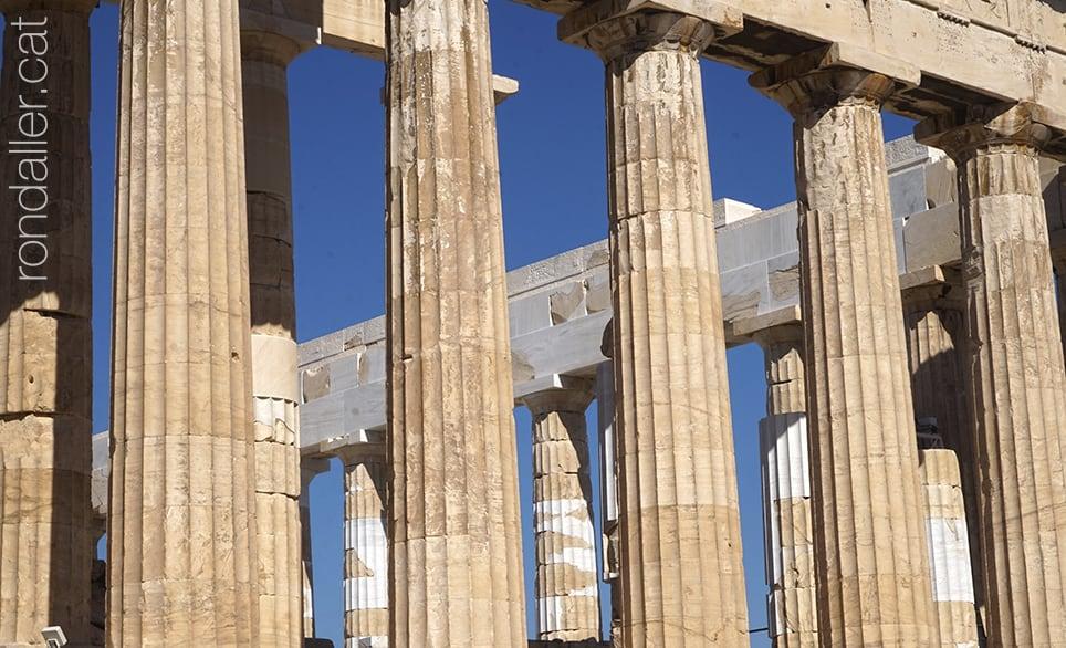 6 descobertes a Atenes. Vista parcial de les columnes del temple del Partenó.