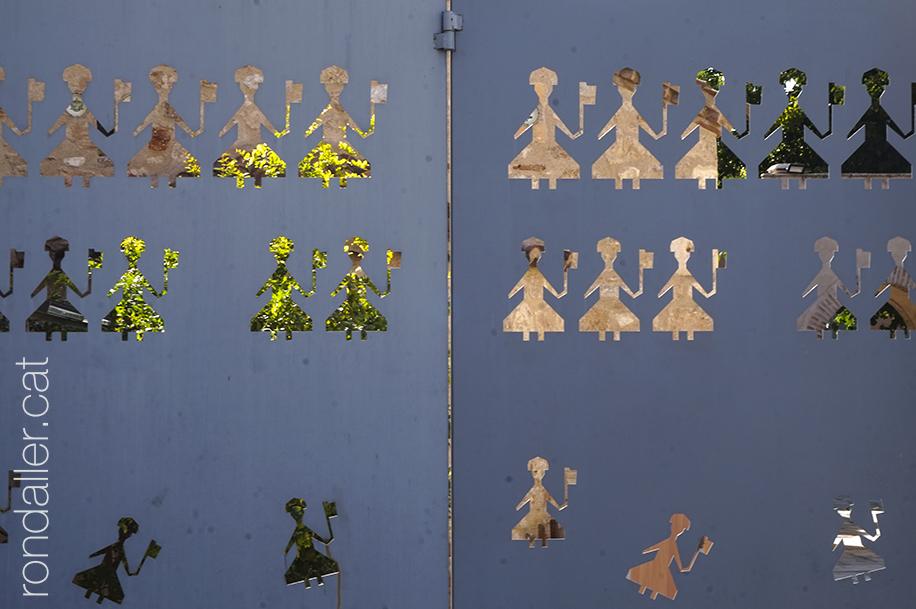 Porta artística al barri de Monastiraki d'Atenes.
