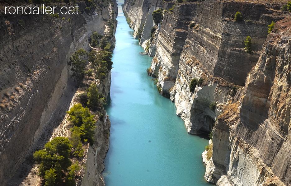 9 indrets del Peloponès. Panoràmica del canal de Corint.