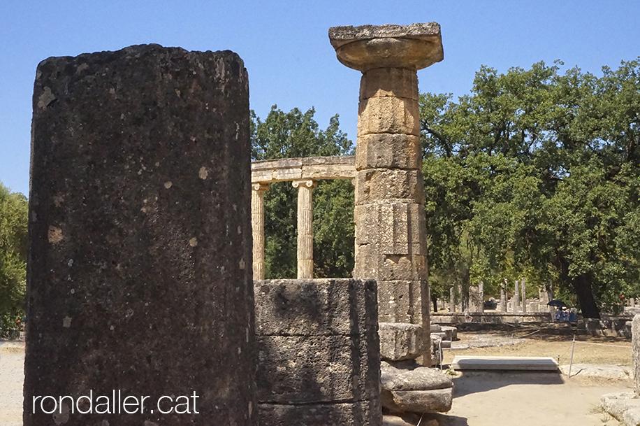 9 indrets del Peloponès. Restes al jaciment arqueològic d'Olímpia.