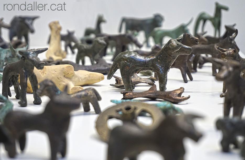Exvots d'animals al museu arquelògic d'Olimpia.