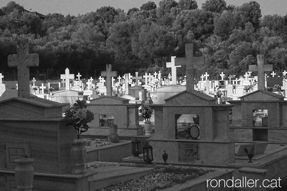 Panoràmica del cementiri d'Archea Pissa a Grècia.