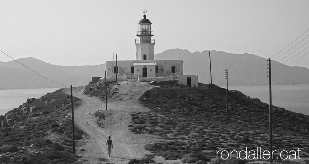 Illa de Míkonos. Panoràmica amb el far d'Armenistis.