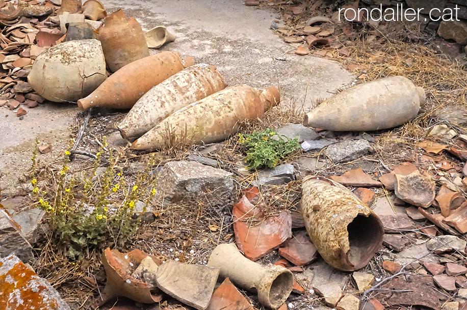 Àmfores trencades al jaciment de l'illa de Delos.