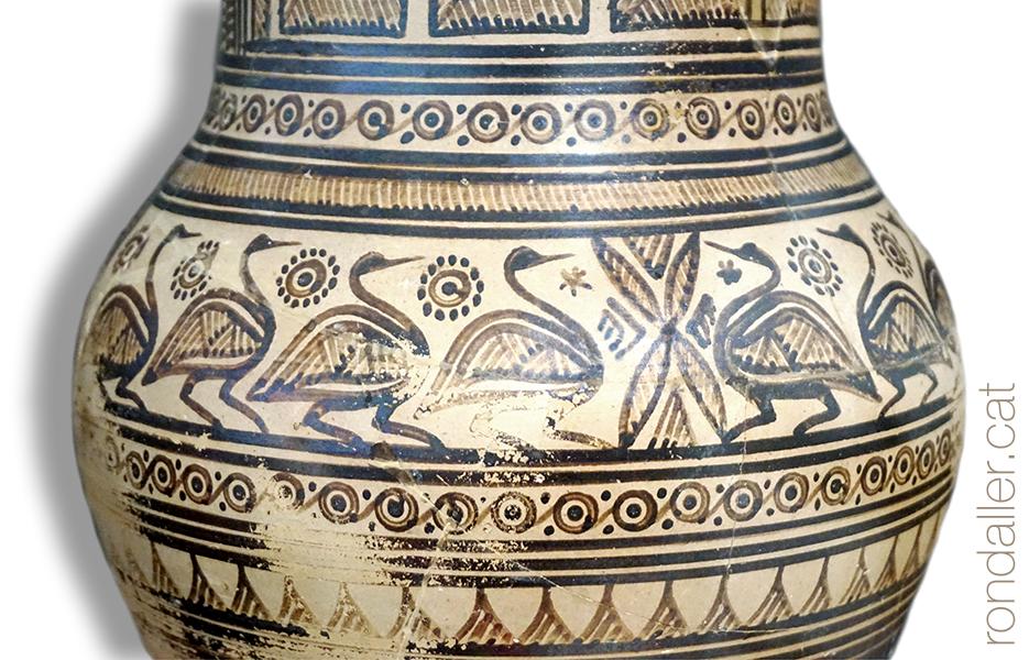 Ceràmica amb motius animals al Museu Arqueològic d'Atenes a Grècia.