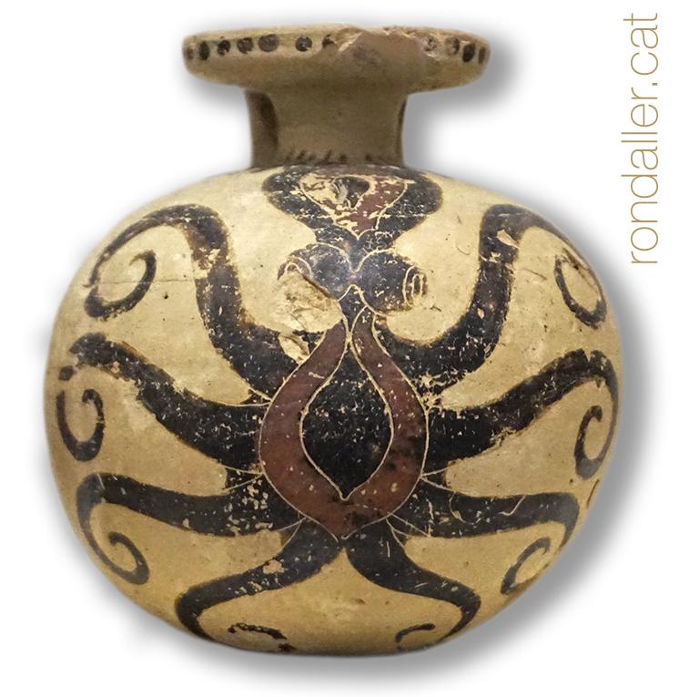 Peça de ceràmica del Museu Arqueològic d'Atenes amb la representació d'un pop.